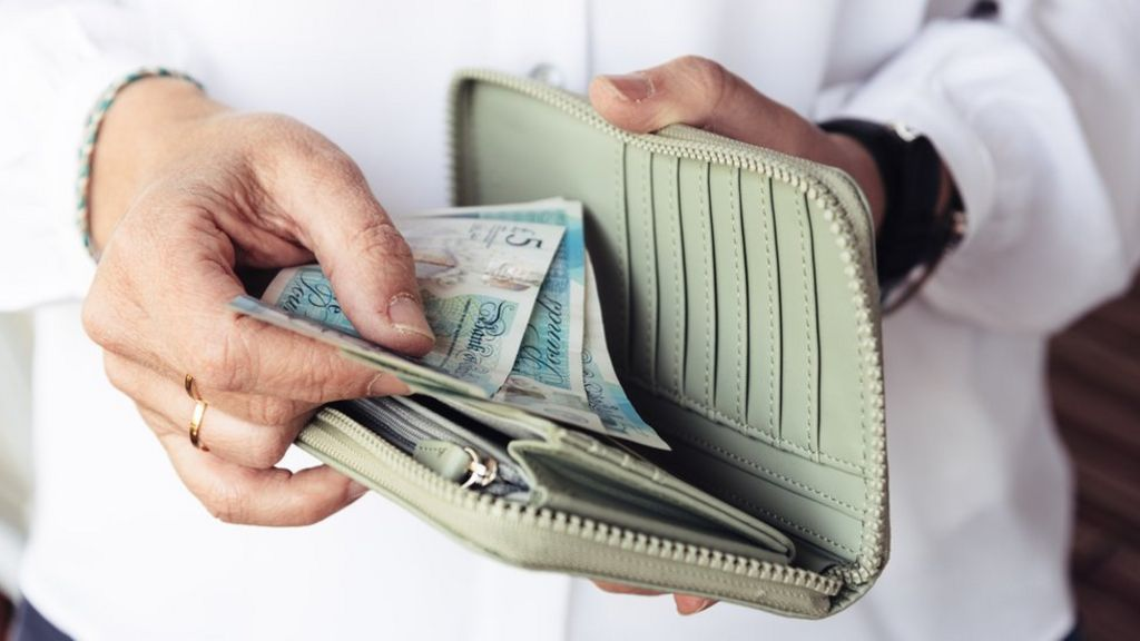 Could you have to pay your bank to save money? - BBC News