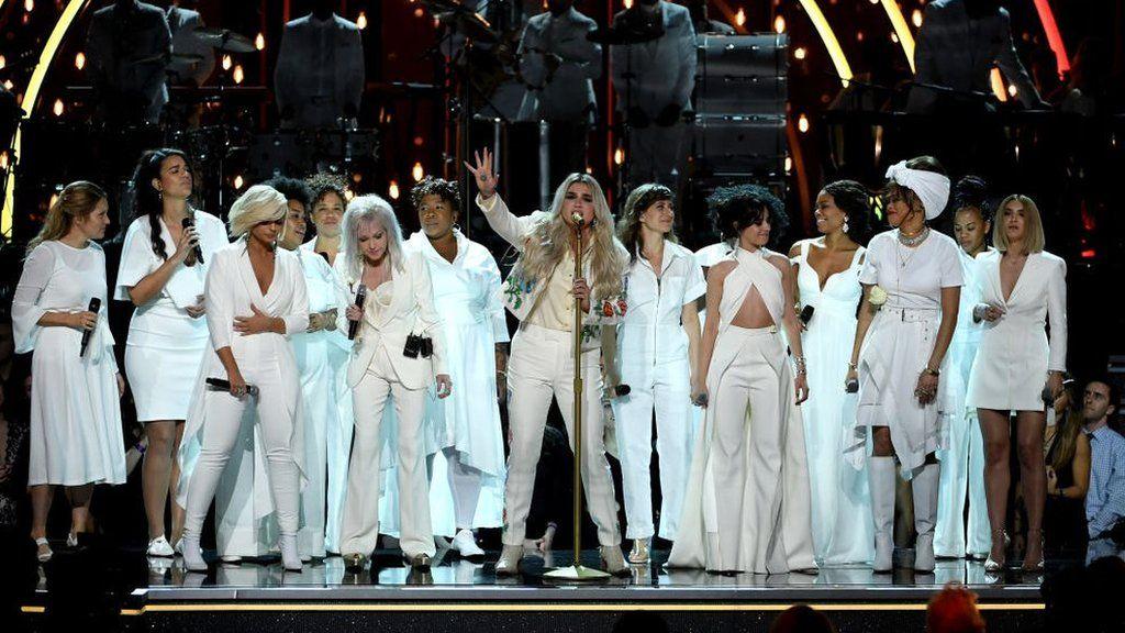Kesha performs