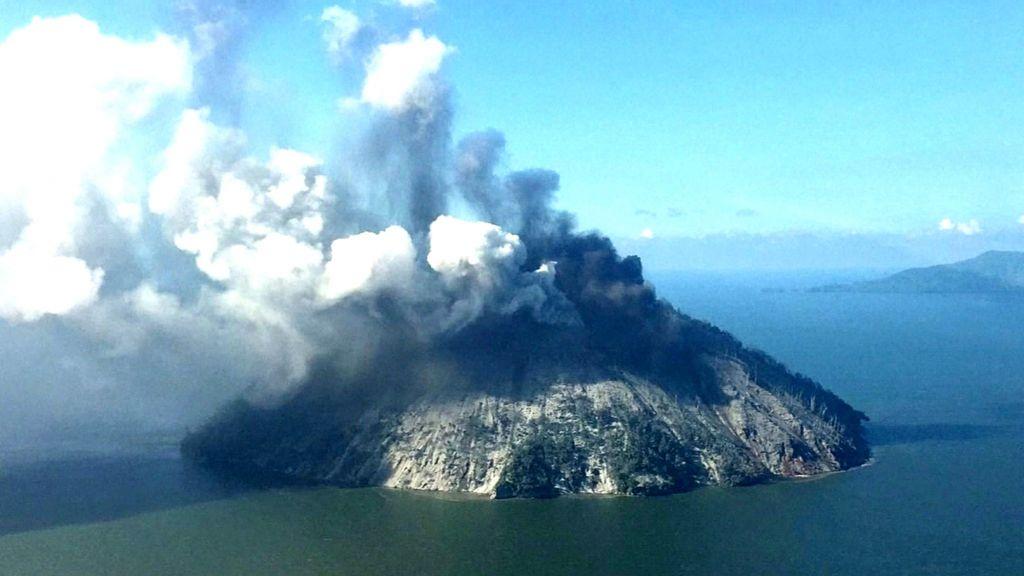 Papua New Guinea Volcano Islanders Flee Worsening Eruption Bbc News