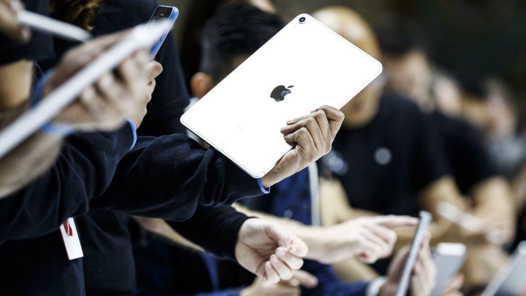 bbc.co.uk - Apple iPhone sales fears rock Wall Street