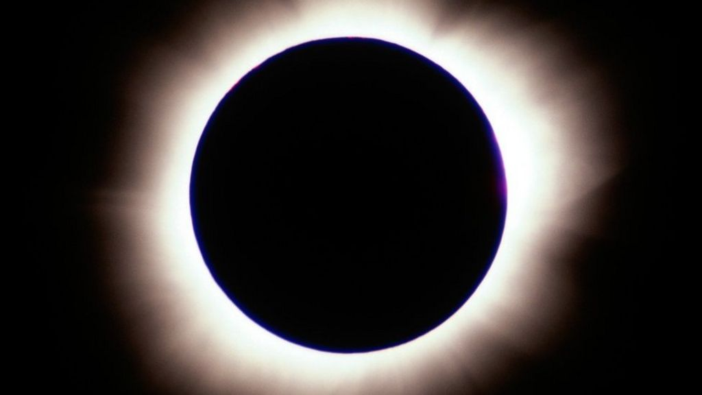 Amazon faces lawsuit over 'faulty' eclipse glasses