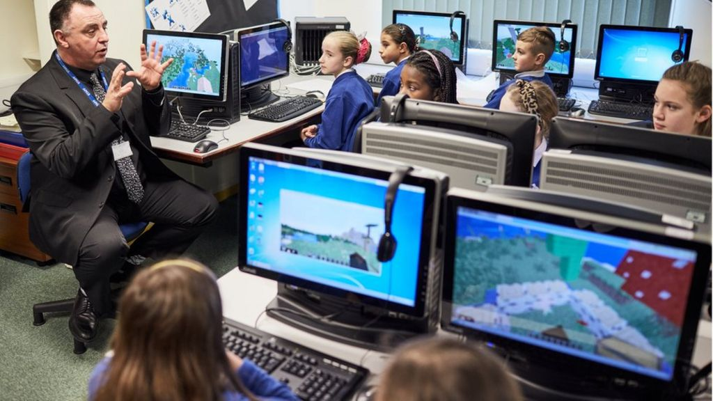 Minecraft to launch education edition - BBC News