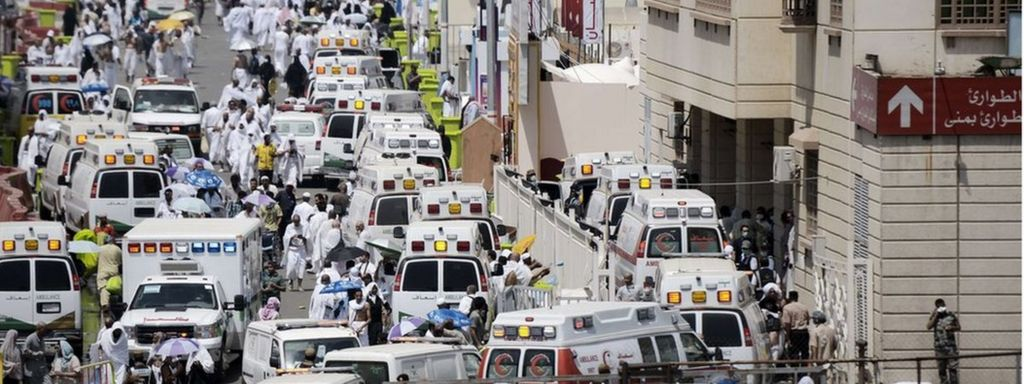 Saudi ambulances arrive with pilgrims who were injured in a stampede at an emergency hospital in Mina, near the holy city of Mecca, on the first day of Eid al-Adha on September 24, 2015.