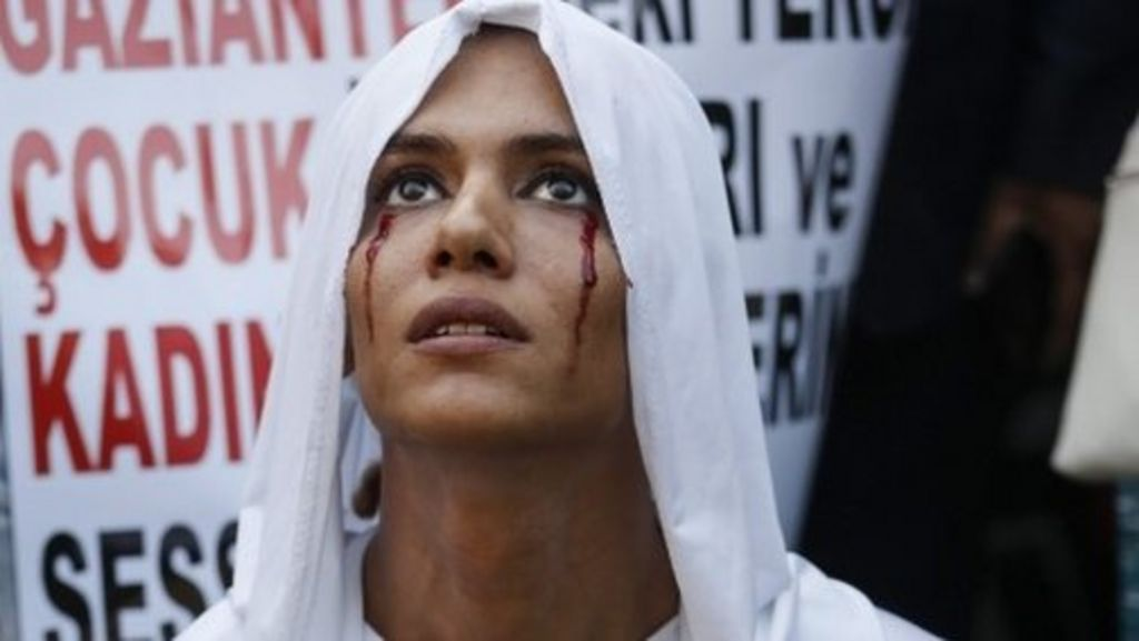 Turkey transgender murder prompts Istanbul protest