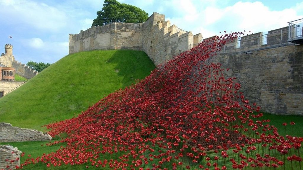 Tower of London poppies attract 500,000 to Lincoln Castle - BBC News