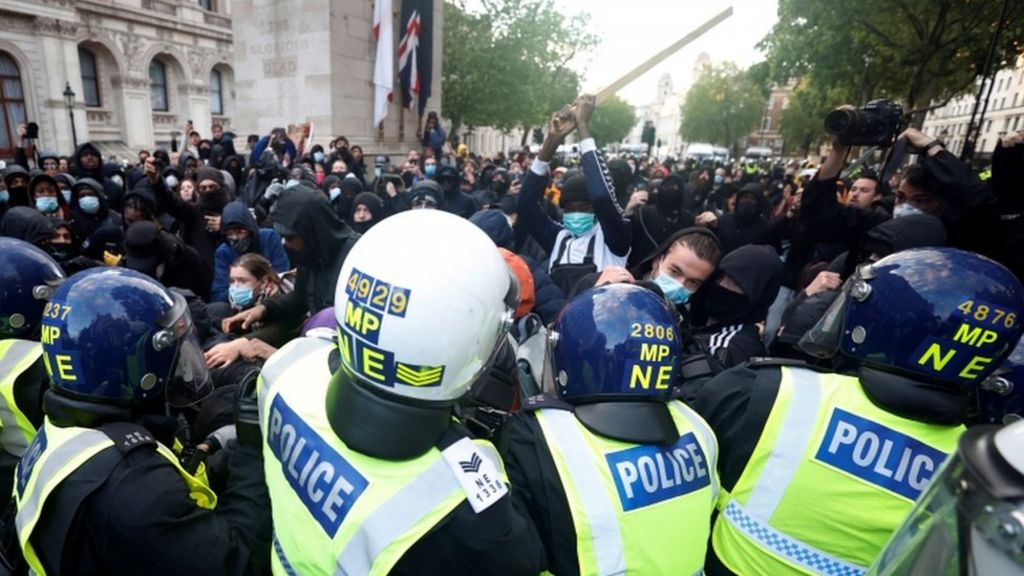 George Floyd: London anti-racism protests leave 27 officers hurt - BBC News