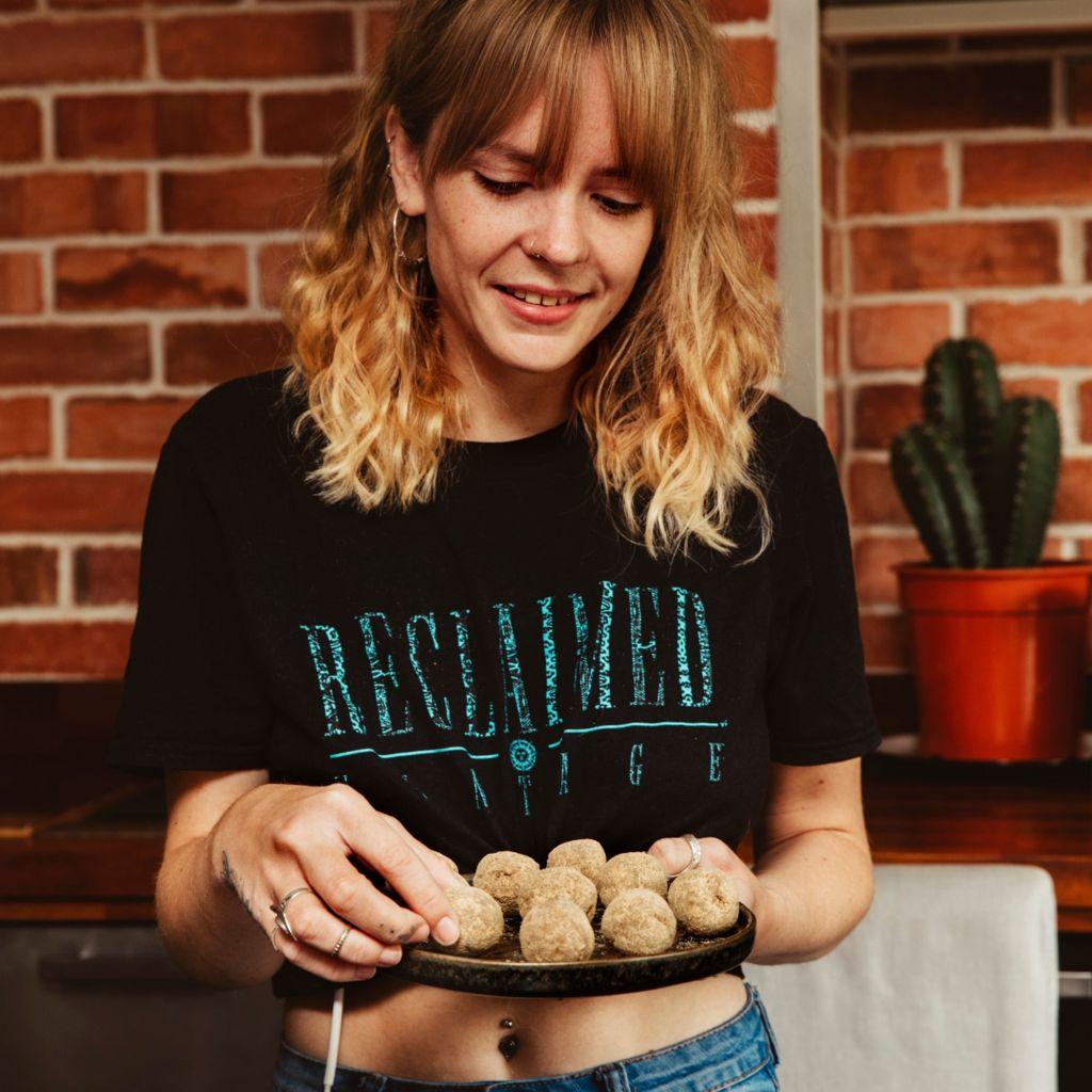 Loretta cooking appley baobab energy balls