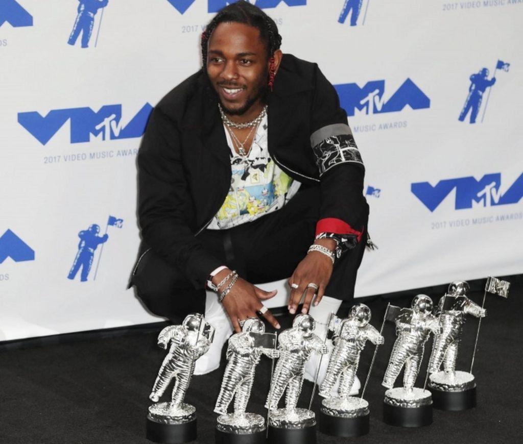 Kendrick Lamar tops VMA winners in Los Angeles