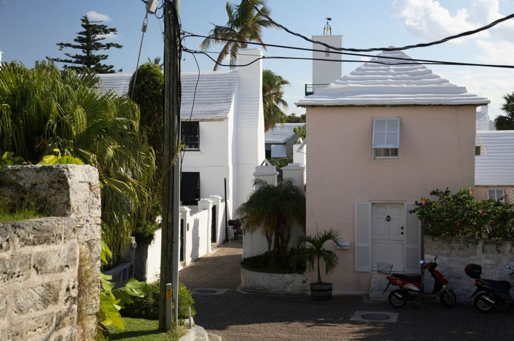 Why Houses In Bermuda Have White Stepped Roofs Bbc News