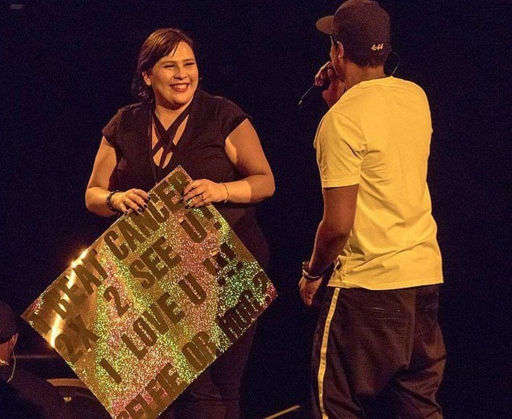 Jay-Z brings cancer survivor on stage