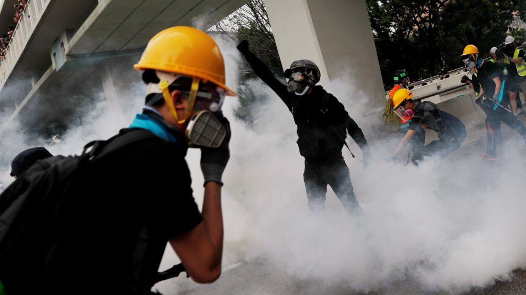 Hong Kong protests: Police fir...