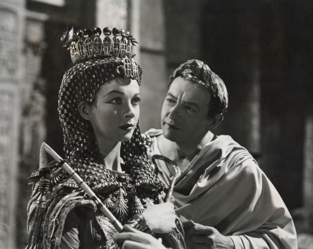 Vivien Leigh and Claude Rains