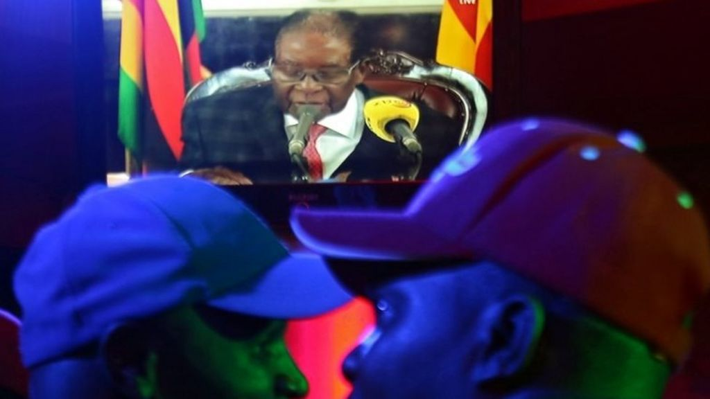 Zimbabwe's Robert Mugabe vows to stay on despite army pressure