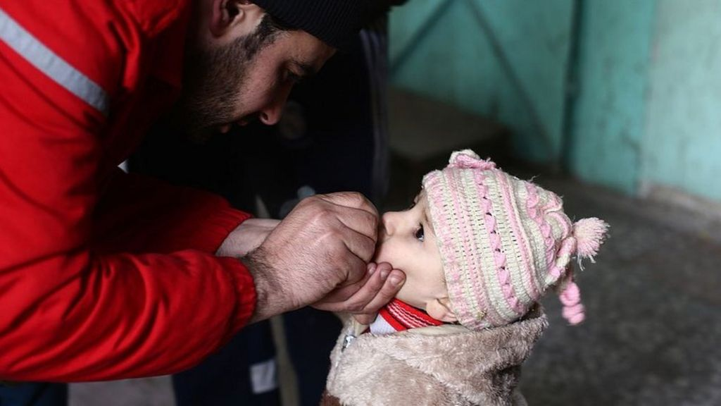 Syria war: Polio paralyses 17 children in Mayadin and Raqqa