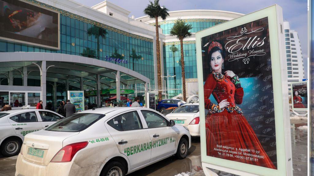 Turkmen police stop women drivers - BBC News