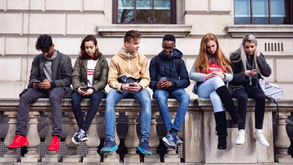 bbc.co.uk - Under-18s face 'like' and 'streaks' bans on social media