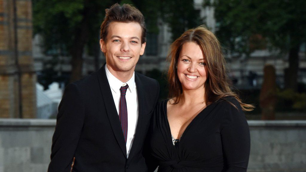 Louis Tomlinson with his mother Johannah at the Natural History Museum in 2015
