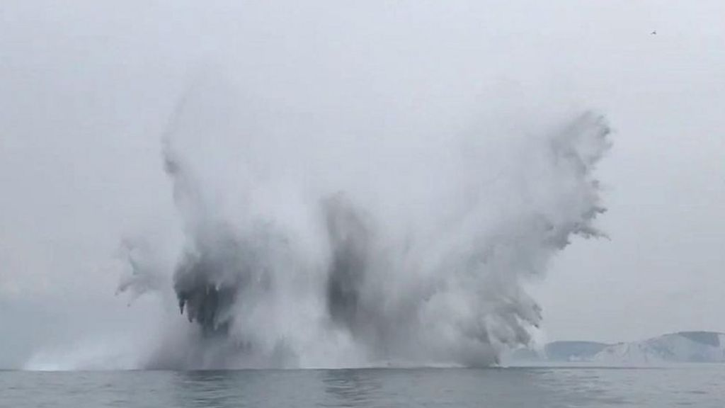 bbc.co.uk - Isle of Wight: WW2 sea mine detonated by Navy