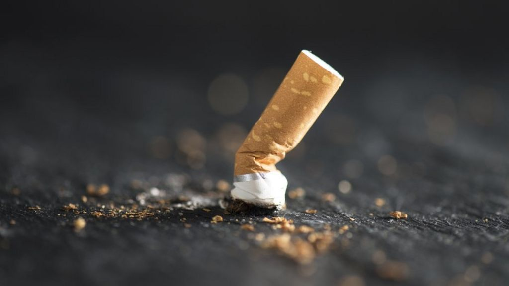 England 'on track' to stamp out smoking