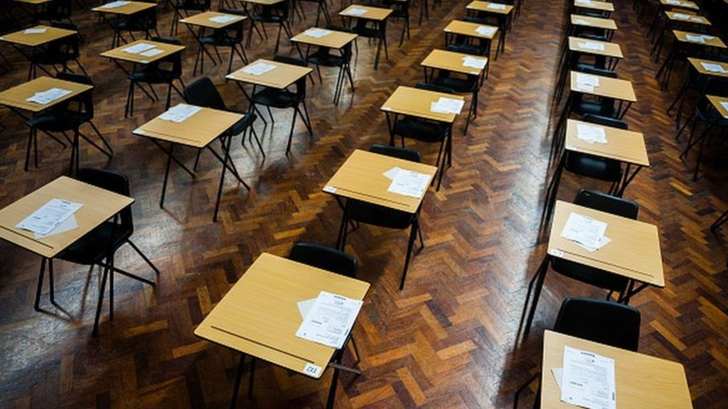 northern ireland coursework gcse Q how are the coursework units marked a the coursework portfolios are internally assessed and externally moderated by ccea q what are the pre- requisites for this course a students embarking on a gcse in applied ict should have achieved a general educational level equivalent to level 3 of the northern ireland.