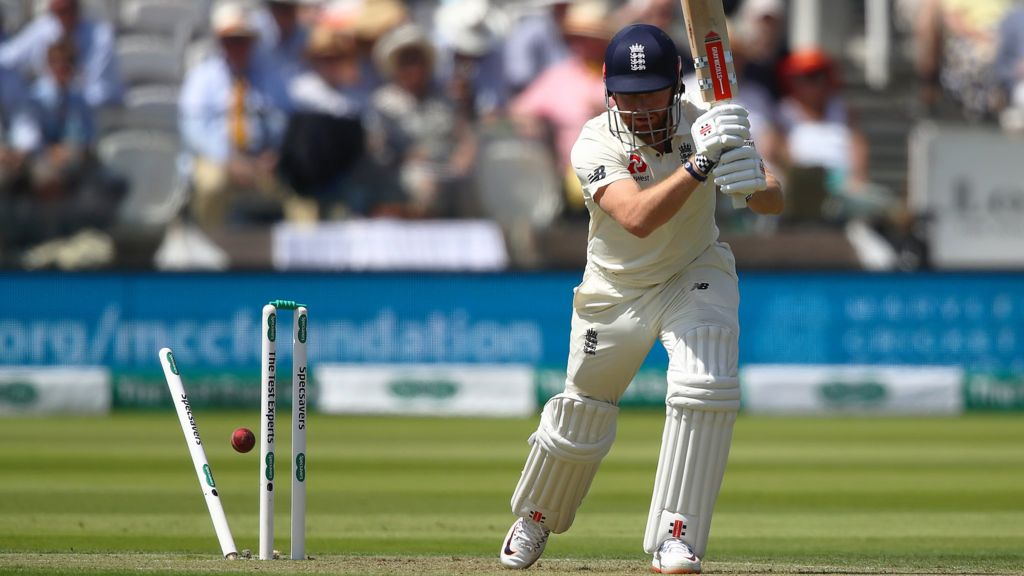 England v Ireland: Hosts bowled out for 85 as 20 wickets