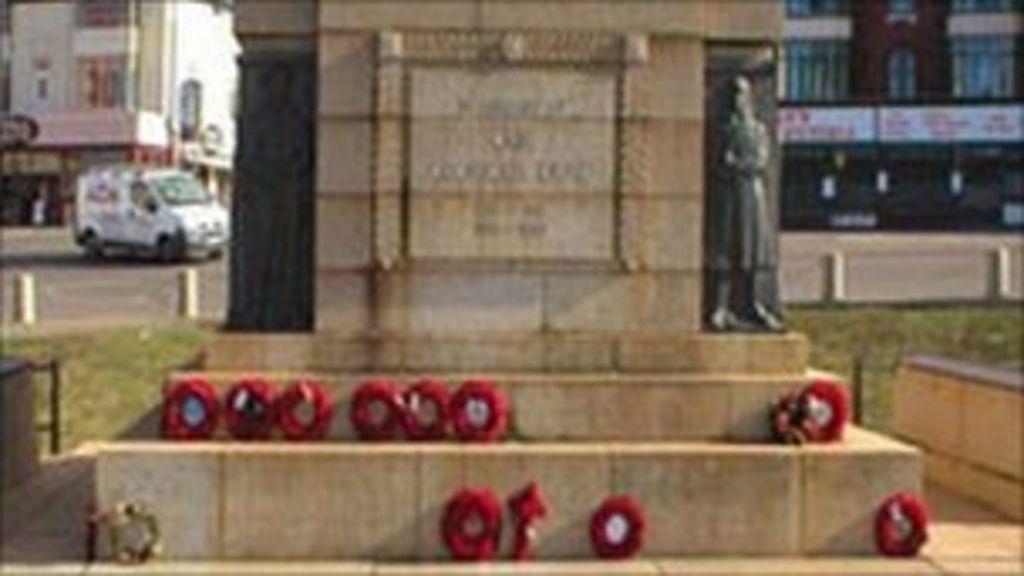 Blackpool cenotaph woman urinate sex act — photo 3