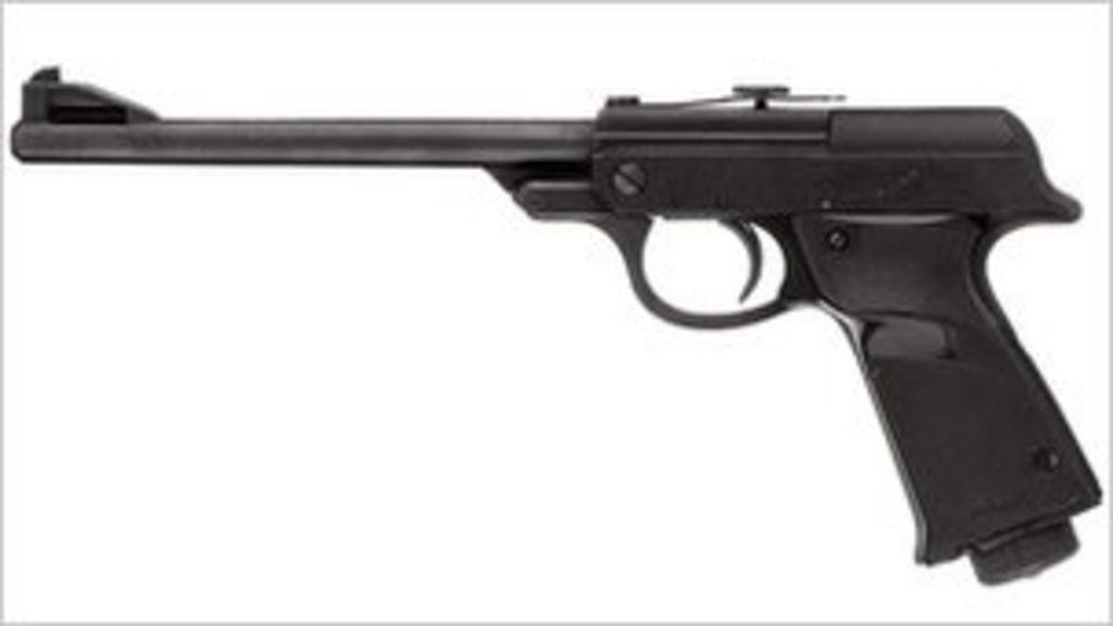 James Bond gun sells for £277,250 - BBC News