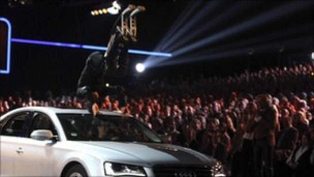 Car accident halts live German TV show - BBC News