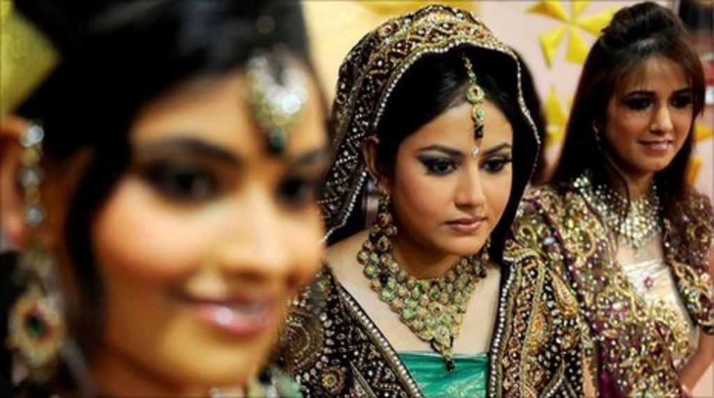 Not so happily ever after as Indian divorce rate doubles - BBC News