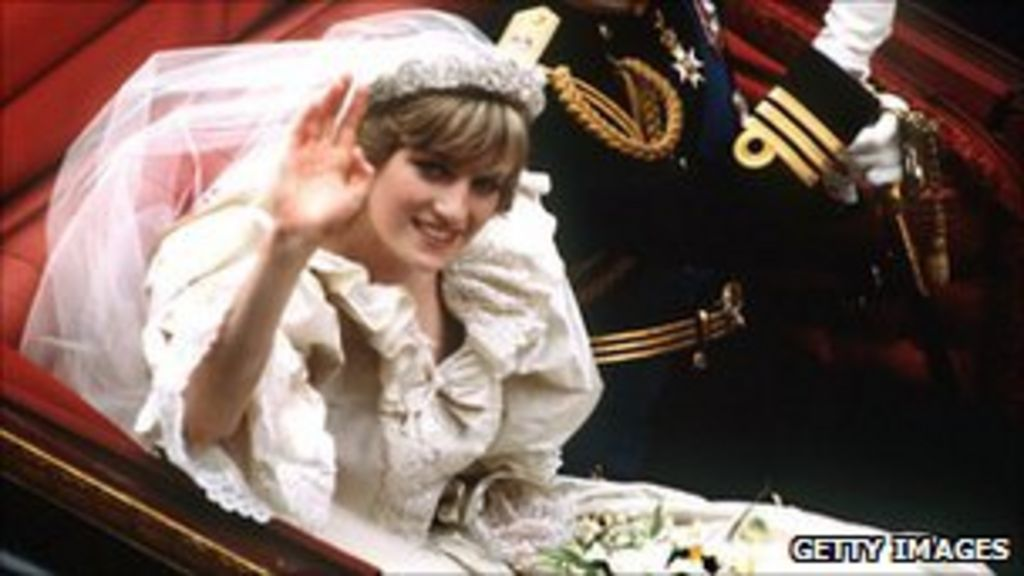 f1b1ecd1ff5 Royal wedding  Diana s designers on how the dream faded - BBC News
