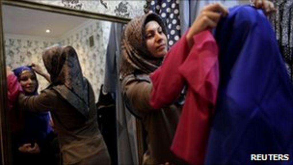 Chechnya women's Islamic dress code: Russia blamed - BBC News