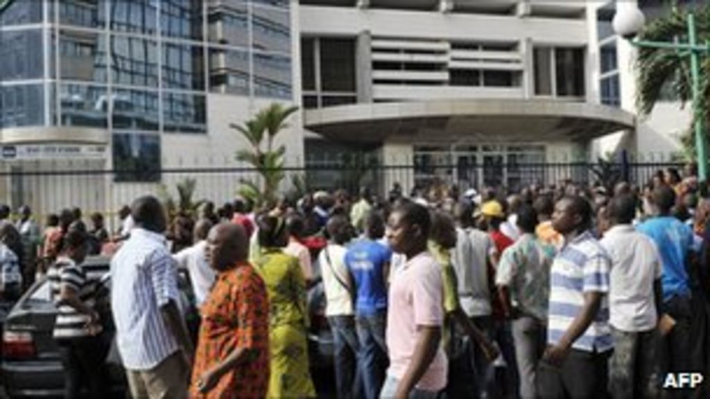 Rush as Ivory Coast banks reopen
