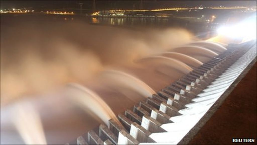 China's Three Gorges Dam may displace another 100,000 - BBC News