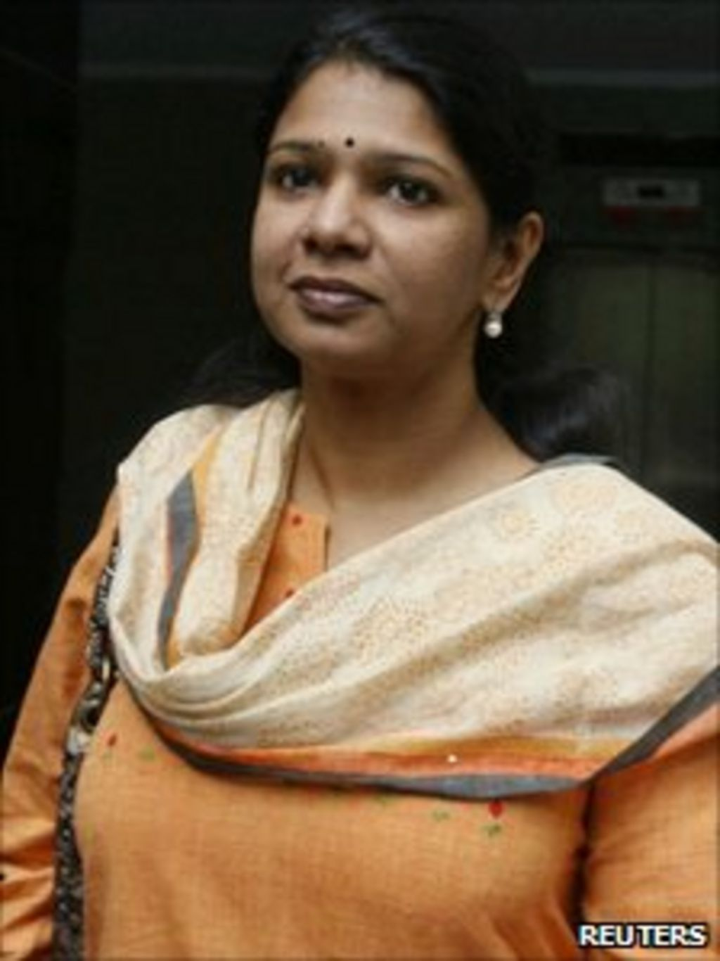 Indian Mp Kanimozhi Arrested In Telecoms Scandal - Bbc News-4033