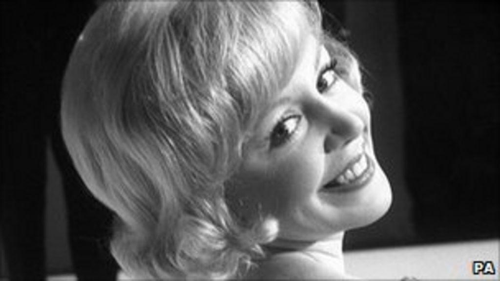 Singer Kathy Kirby dies aged 72 - BBC News