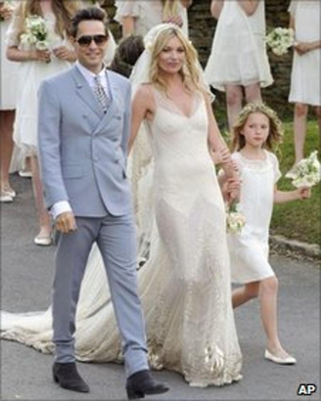 Kate Moss And Jamie Hince Wedding Shuts Roads Bbc News
