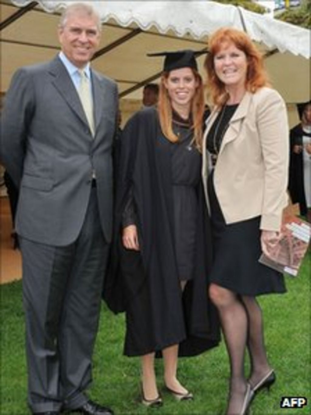 Princess Beatrice graduates from Goldsmiths College - BBC News