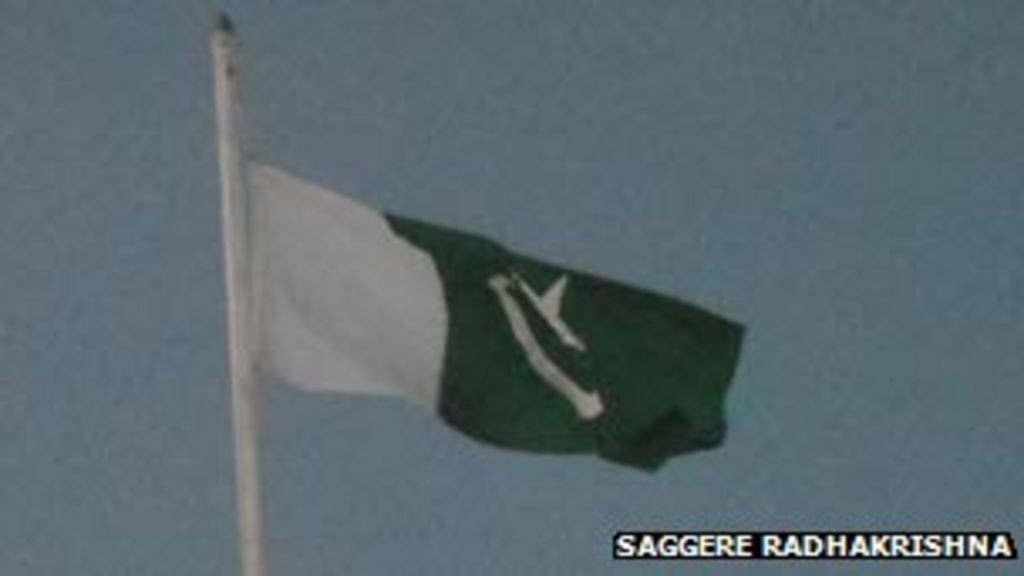 Hindu group 'flew Pakistan flag to create tension' - BBC News