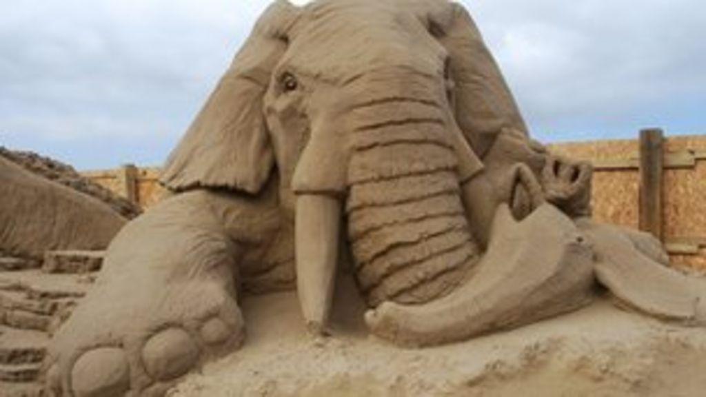 tonnes of sand moved for weston sculpture festival bbc news. Black Bedroom Furniture Sets. Home Design Ideas
