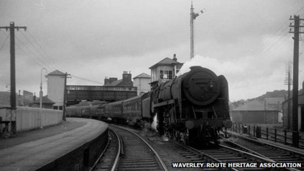 Train on Waverley line