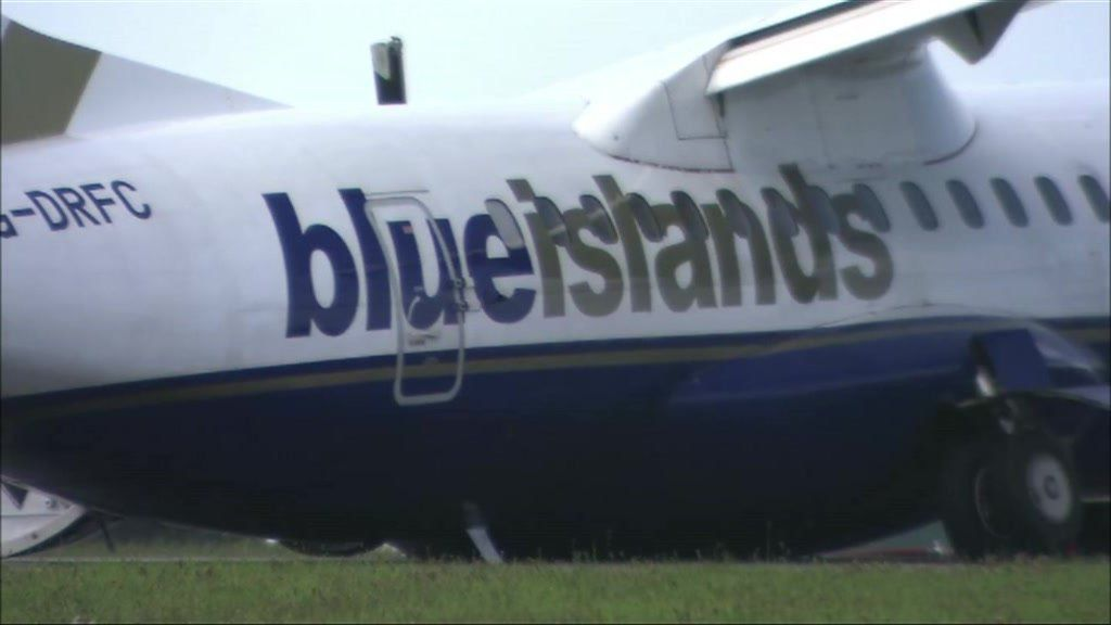 Aircraft undercarriage collapses