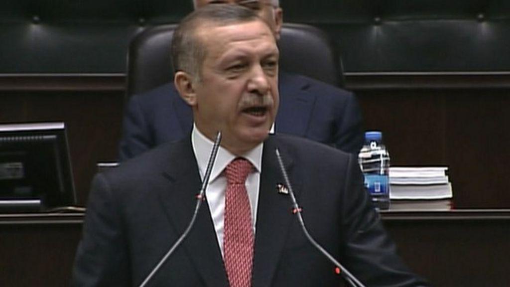 Turkey PM Erdogan issues Syria border warning - BBC News