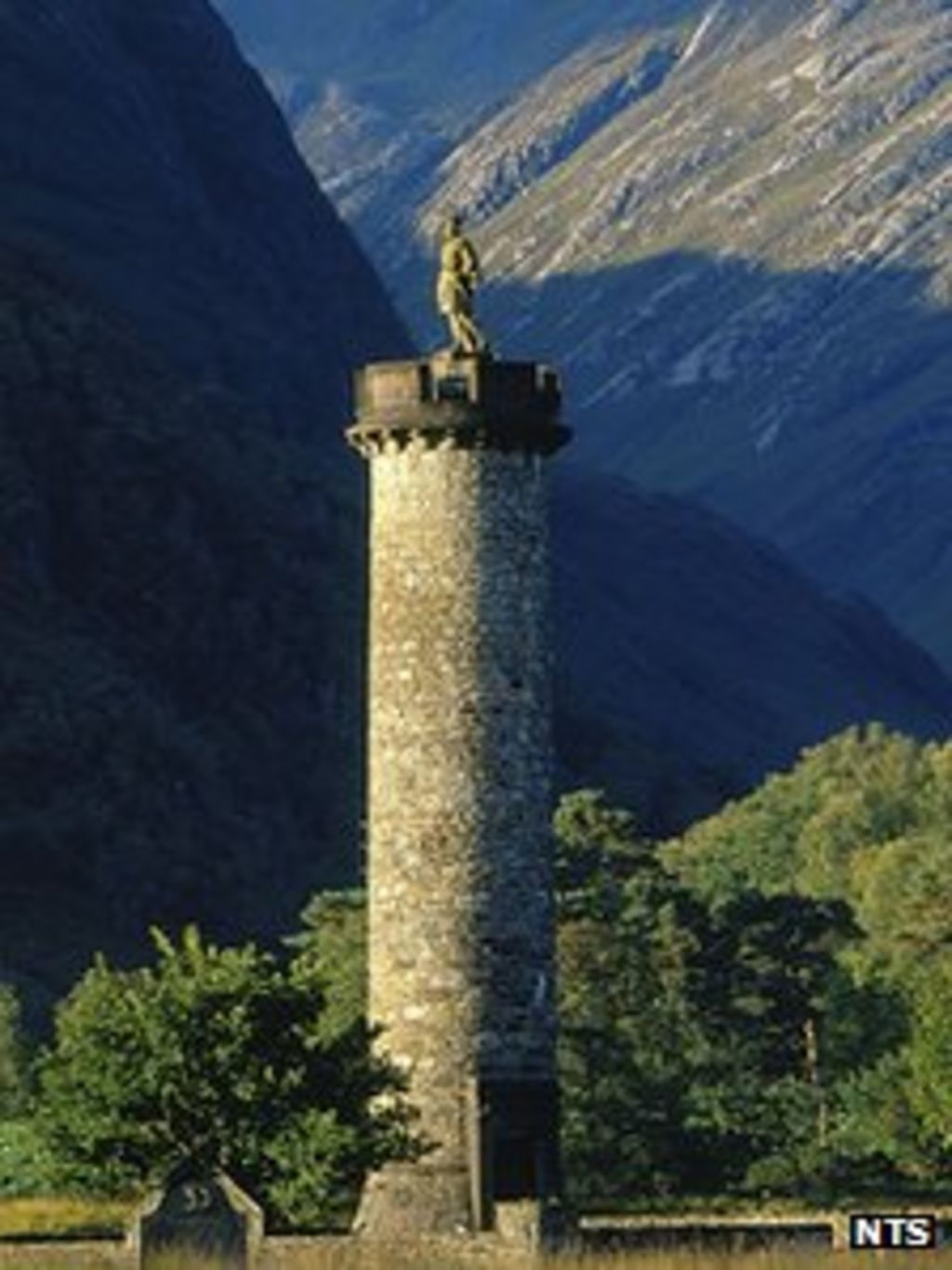 glenfinnan monument  u0026 39 leaning to the side u0026 39