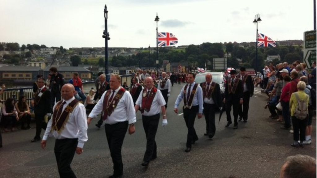 apprentice boys of derry parade passes peacefully bbc news. Black Bedroom Furniture Sets. Home Design Ideas