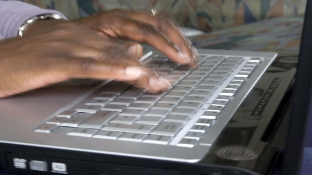 Работа по вемкам в красноперекопскоспаривается девушка модель процесса работы с документами