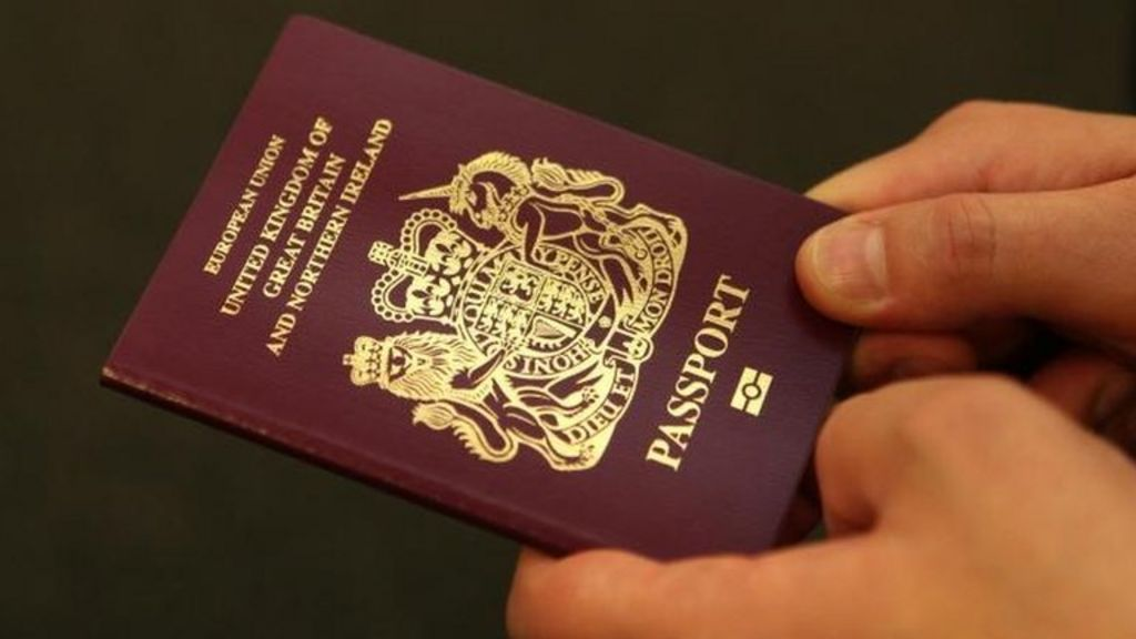 Migrants wrongly told to leave UK by firm hired by UKBA - BBC News