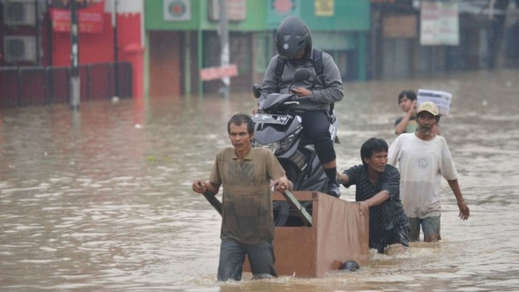 Roads flooded, traffic disrupted after heavy rain hits