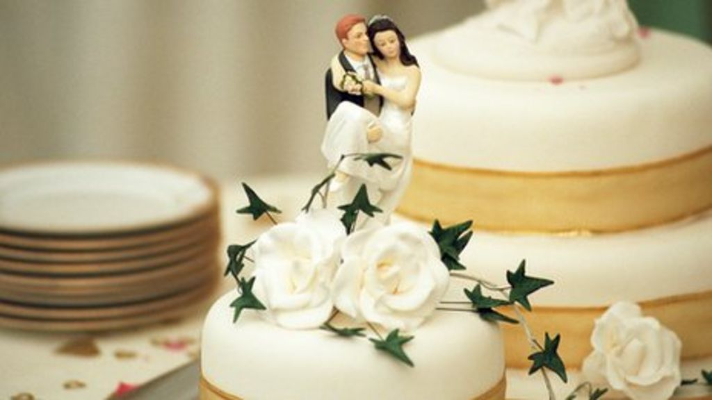 wedding cake recipes bbc happy ending for snow hit wedding news 23618