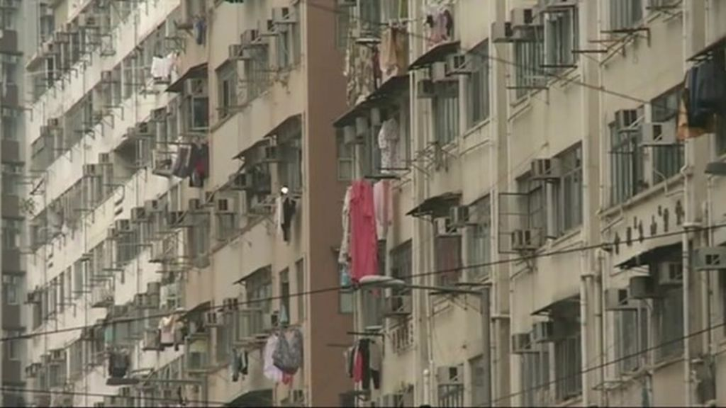 Hong Kong copes with tight living spaces - BBC News
