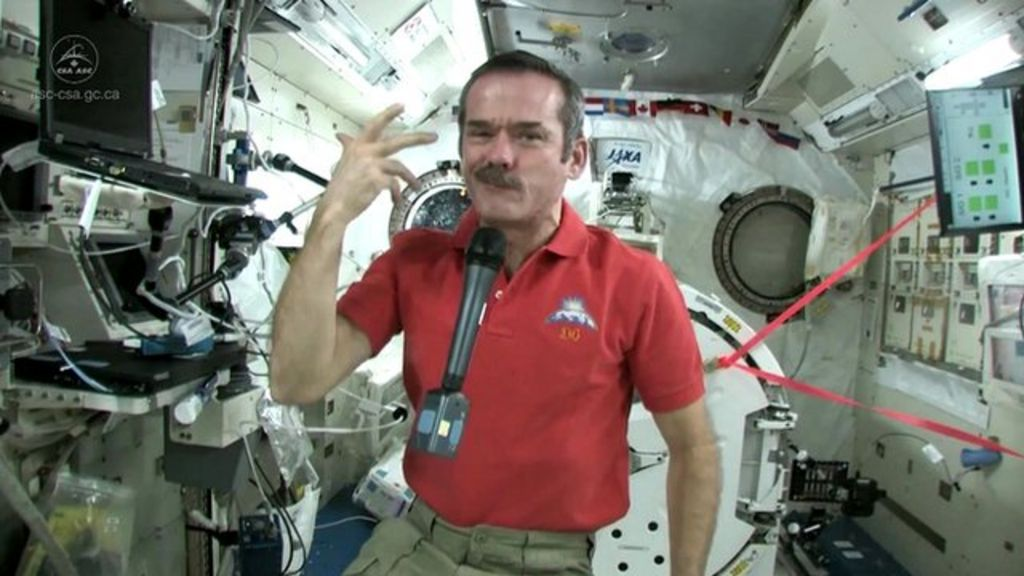 Astronaut Chris Hadfield wins over fans back on Earth ...